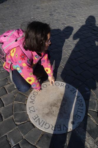 サンピエトロ広場でユキちゃんが見つけたものは?_f0106597_3531264.jpg