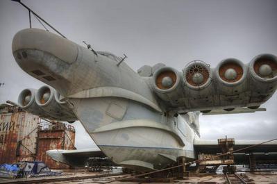 旧ソ連時代の飛行艇的乗り物。_e0146210_2121352.jpg