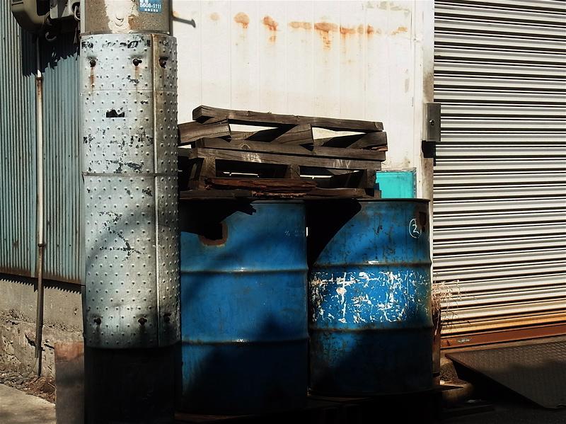 青ドラム缶_c0156717_13503413.jpg