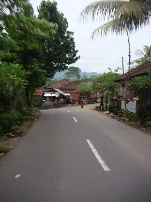 シドゥメン村までの道のり サトリア~シドゥメン村市場 Satria - Pasar Sidemen_a0120328_11211638.jpg