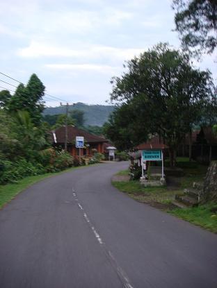 シドゥメン村までの道のり サトリア~シドゥメン村市場 Satria - Pasar Sidemen_a0120328_1123116.jpg