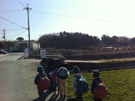 大阪の森の幼稚園「森のようちえん どんぐり」を訪れて_f0037258_18313995.jpg