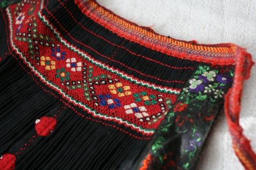 シルクとウール刺繍のエプロン_b0142544_2253352.jpg