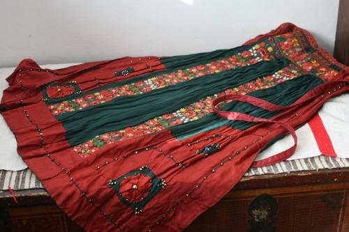 シルクとウール刺繍のエプロン_b0142544_22544554.jpg