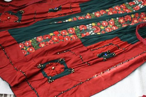 シルクとウール刺繍のエプロン_b0142544_22552955.jpg