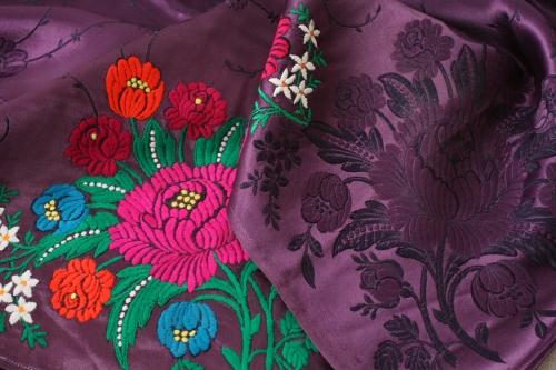 シルクとウール刺繍のエプロン_b0142544_22565143.jpg