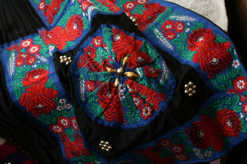 シルクとウール刺繍のエプロン_b0142544_2256931.jpg
