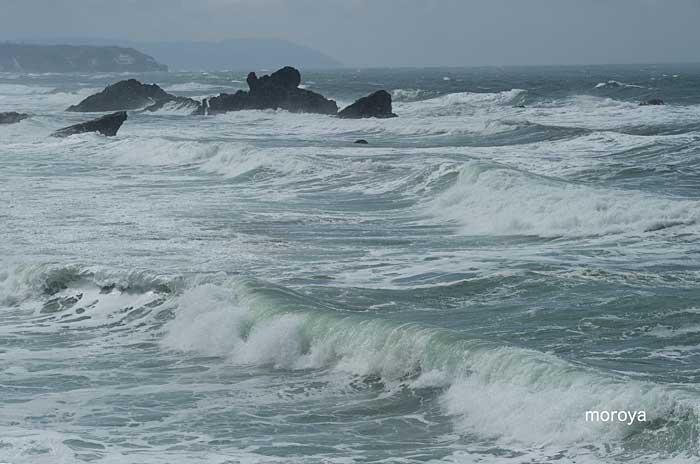 大荒れの海_c0085877_6583445.jpg