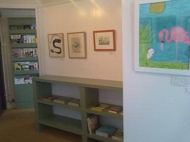「とびだせ!みえの絵本作家たち展 ミニ展覧会」はじまりました_e0132895_1251427.jpg