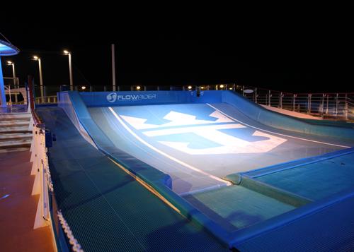 カリブ海クルーズ 夜の散歩_e0154202_2010599.jpg