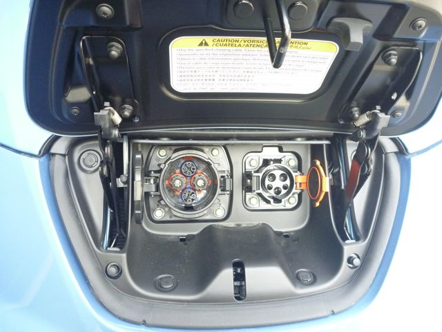 電気自動車 日産リーフ_b0054727_1471374.jpg