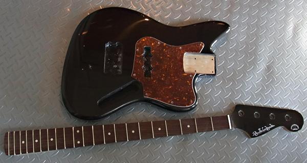 「DGPCS色のPsychomaster Bass」の塗装が完了〜。_e0053731_1939521.jpg