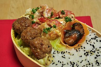 ルクエでエビマヨと肉団子のお弁当_b0171098_7234034.jpg