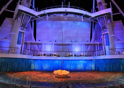 船の上のアクアショー_e0154202_13451433.jpg