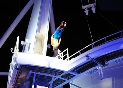 船の上のアクアショー_e0154202_13474767.jpg