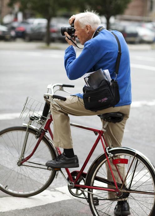 NYのストリート・ファッションを撮り続けて50年!? 伝説の写真家、ビル・カニンガムさんの映画公開へ_b0007805_493725.jpg