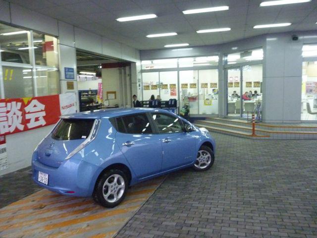電気自動車 日産リーフ_b0054727_0591744.jpg