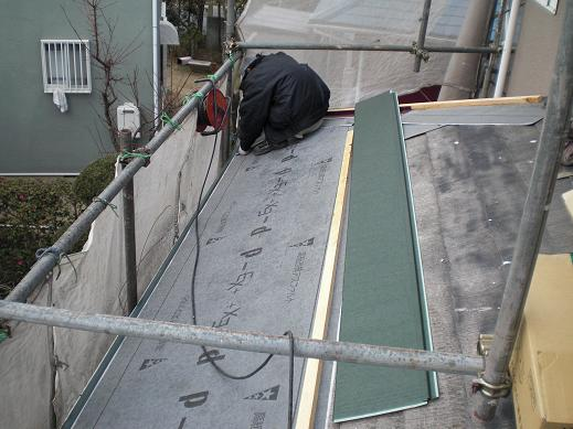 屋根と外壁リフォーム ~金属瓦の重ね葺き中_d0165368_7512344.jpg
