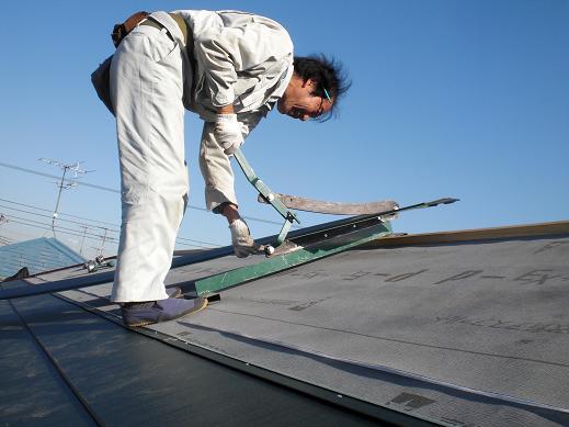 屋根と外壁リフォーム ~金属瓦の重ね葺き中_d0165368_751499.jpg