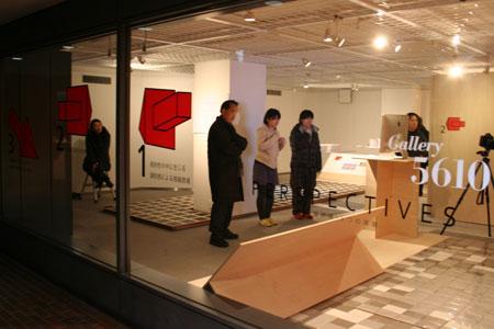 首都大学東京システムデザイン学部インダストリアルコースの展覧会がスタートしました。_f0171840_1448268.jpg
