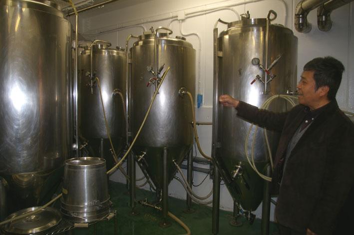 鎌倉ビールを見学、新「北鎌倉の恵み」の商品化で意見交換_c0014967_1833234.jpg