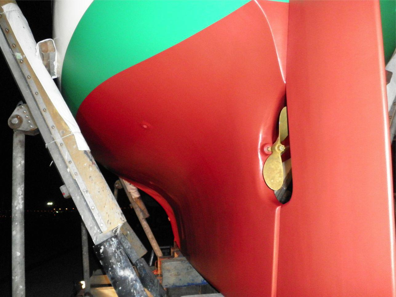 船底整備のすべて⑬ ハル 船底塗料033赤 塗装後_a0051924_22401722.jpg