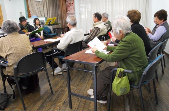 認知症予防教室(歌声喫茶)_c0113948_1553342.jpg