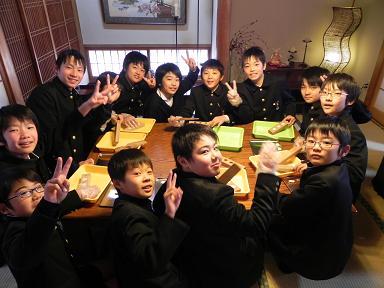 花園小学校6年団 : 豆花のおはじ...