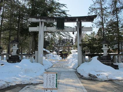 米沢・上杉神社の鳥居が1部分崩壊、東北地方太平洋沖地震で、2011.3.13_c0075701_18115830.jpg