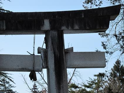 米沢・上杉神社の鳥居が1部分崩壊、東北地方太平洋沖地震で、2011.3.13_c0075701_1813382.jpg