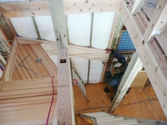 北九州市門司区東馬寄にて緑の柱で建築中!階段づくり_b0112371_19353971.jpg