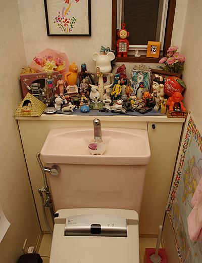 地震後トイレに貼られたお知らせ_a0028451_1302351.jpg