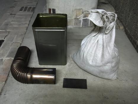 災害対策用ロケットストーブ。一斗缶を使ってコンパクトに…_e0182134_22205016.jpg
