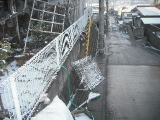 フェンス工事終了_f0031037_9304383.jpg