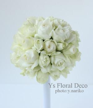1年越しの結婚式 白いカップ咲きのバラ ラウンドブーケ_b0113510_16245020.jpg