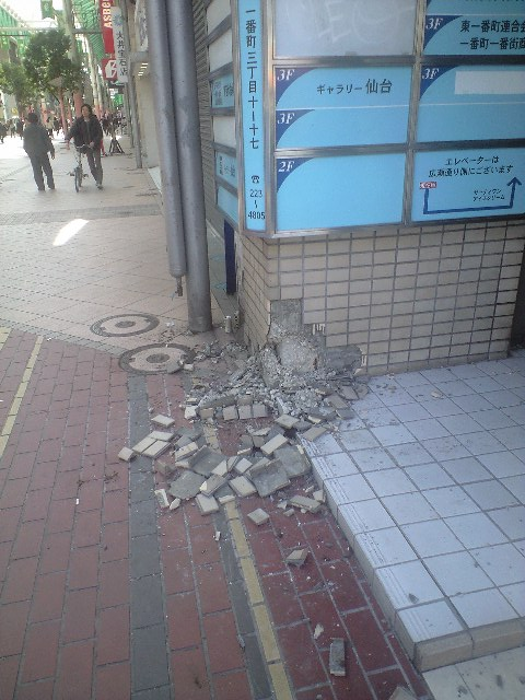 東日本大震災、仙台市街の被害状況_b0206845_16561763.jpg
