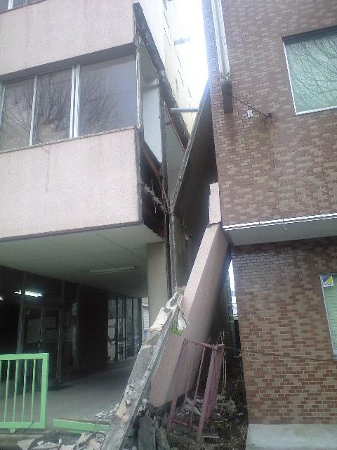 東日本大震災、仙台市街の被害状況_b0206845_16563584.jpg