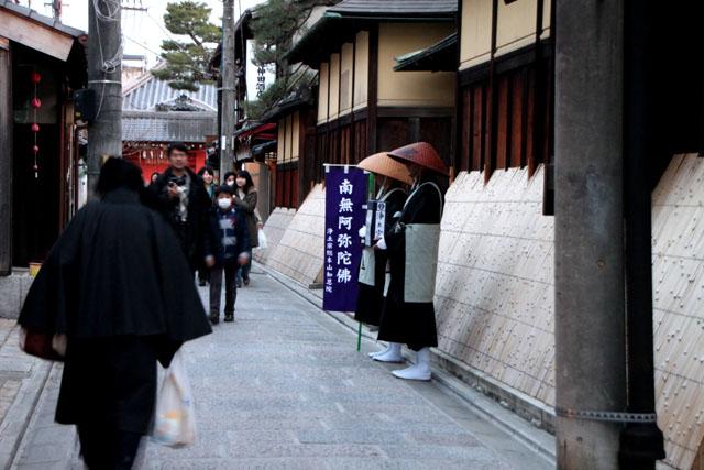 京都・東山祈りの灯1_e0048413_2211215.jpg