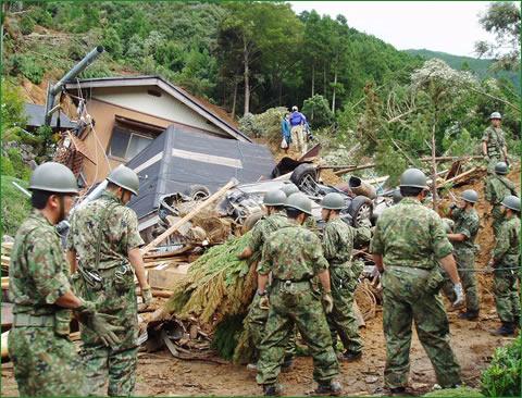 攻撃した人数より 救助した人数の方が多い武装集団 自衛隊_c0110051_829237.jpg
