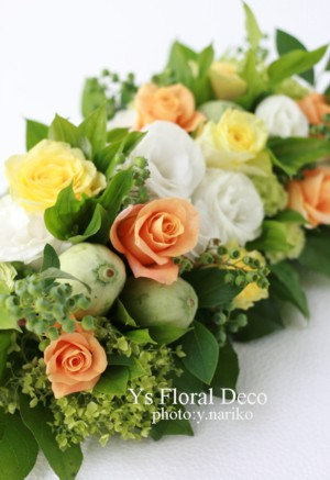 黄色オレンジ白 挙式スペースへの花飾り_b0113510_19451573.jpg