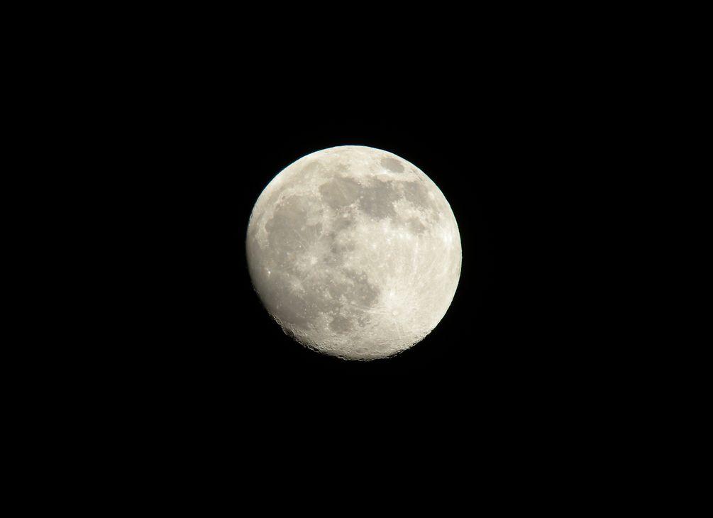 一昨日の月_e0150433_1844786.jpg