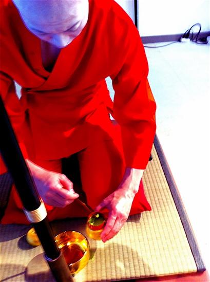 "vol.826. 近鉄百貨店阿倍野店〈ABBENOIKZO〉〜ナニワの赤い人・浜崎""丿健""茶会_b0081338_3233536.jpg"