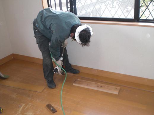 快適な床暖房 ~ 床暖房工事の開始_d0165368_9433485.jpg
