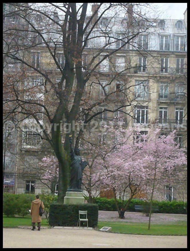 【街角の公園】リュクサンブルグ公園Jardin du Luxembourg3月19日(PARIS)_a0008105_2202435.jpg