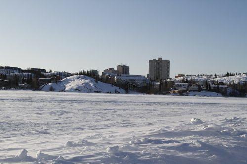 ダイアモンドダストが町中で見られるイエローナイフ、アイスロード_d0148902_1840217.jpg