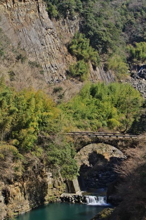 柱状節理と黒川橋_e0135098_752922.jpg