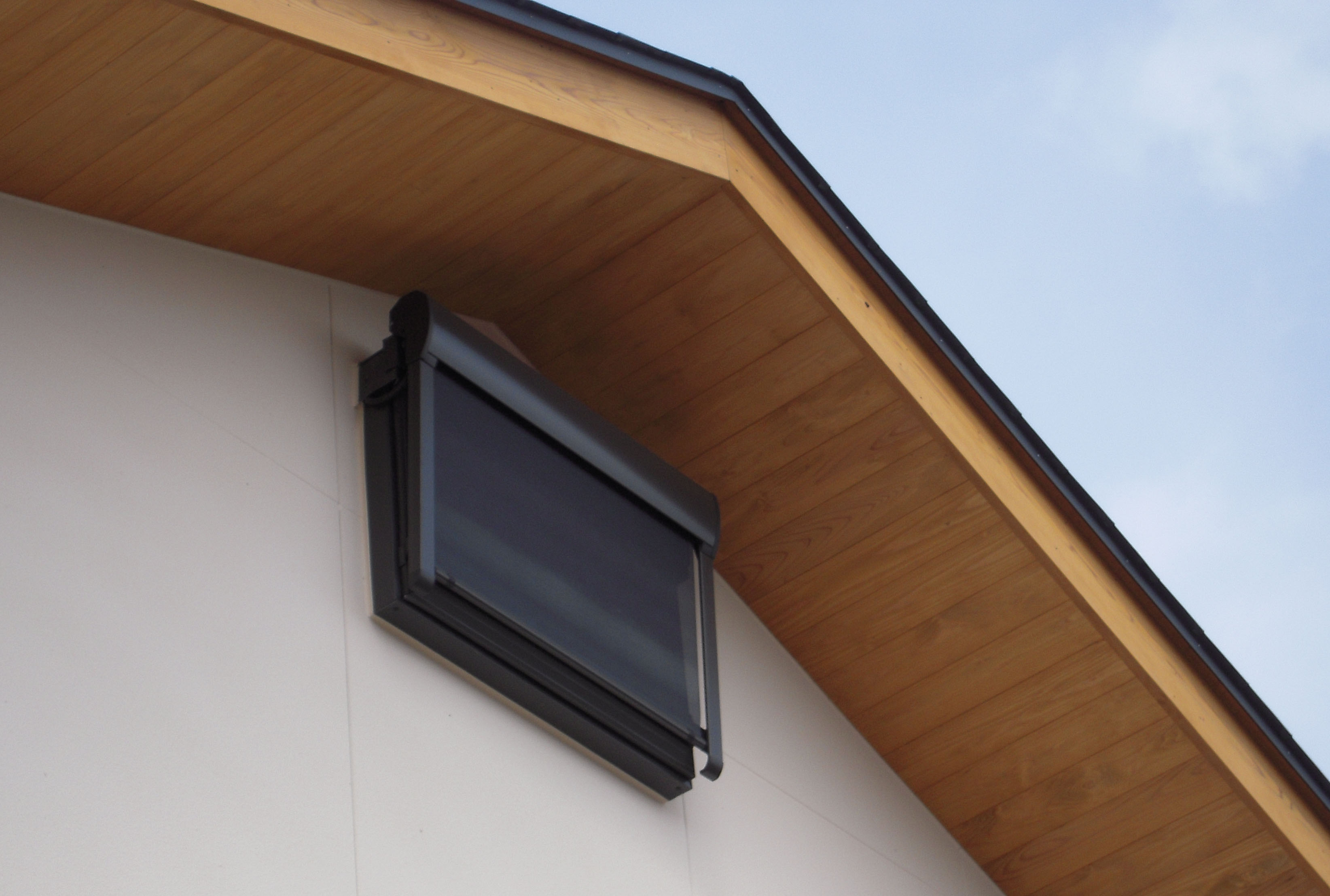 Q1.0住宅S上越の家:高窓の通風と日射遮蔽_e0054299_13562436.jpg