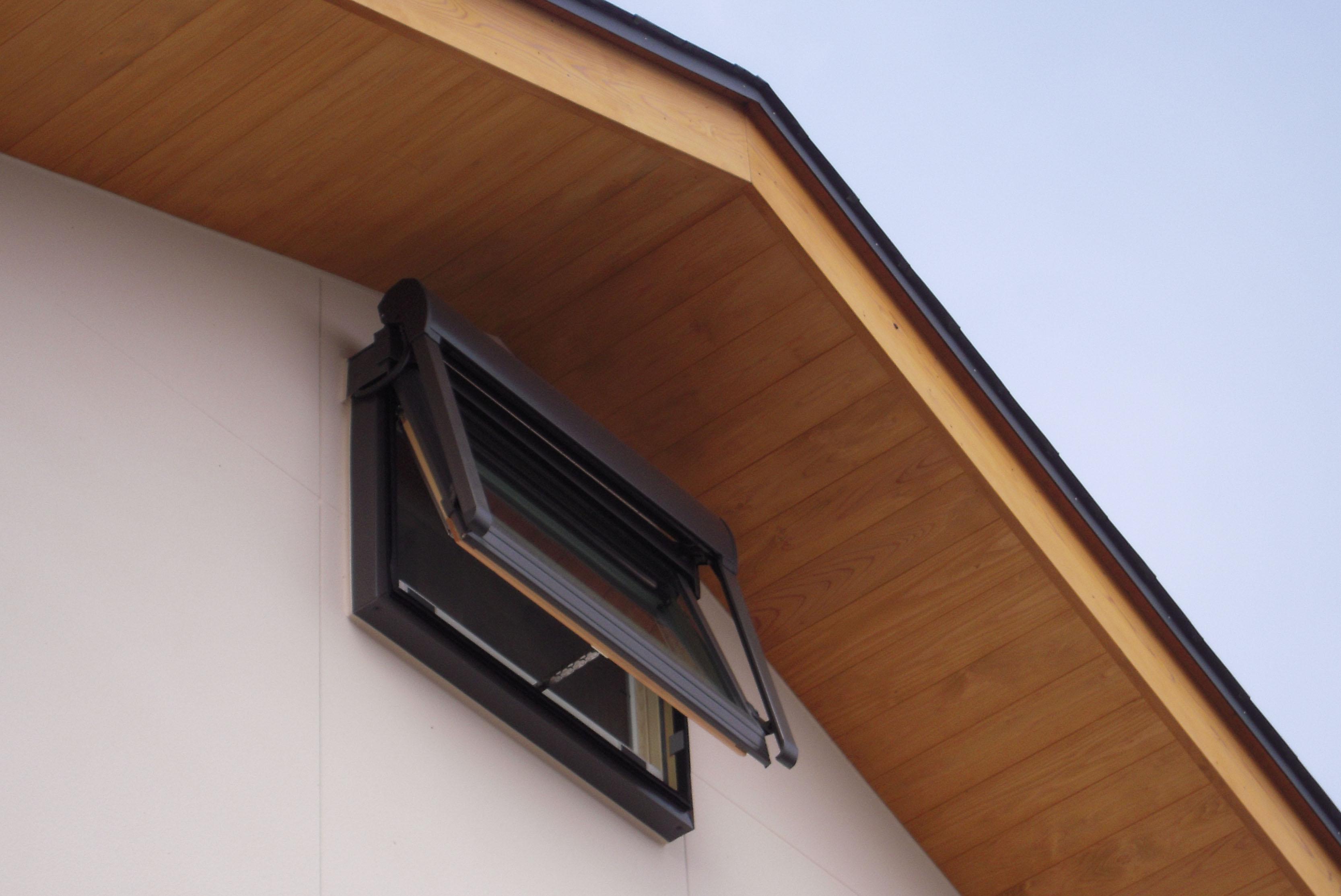 Q1.0住宅S上越の家:高窓の通風と日射遮蔽_e0054299_13564838.jpg