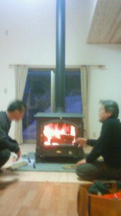 自宅に薪ストーブ置きました。頂上ヒュッテは残念ながら薪の確保が難しい…。_c0089831_23103432.jpg