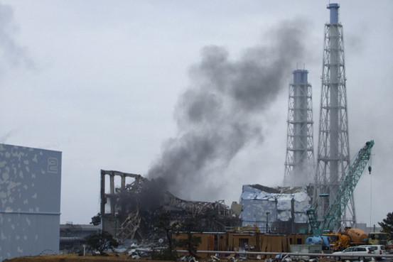 福島原発3号機の大爆発は何だったのか?:水素爆発?水蒸気爆発?核爆発?_e0171614_9424093.jpg